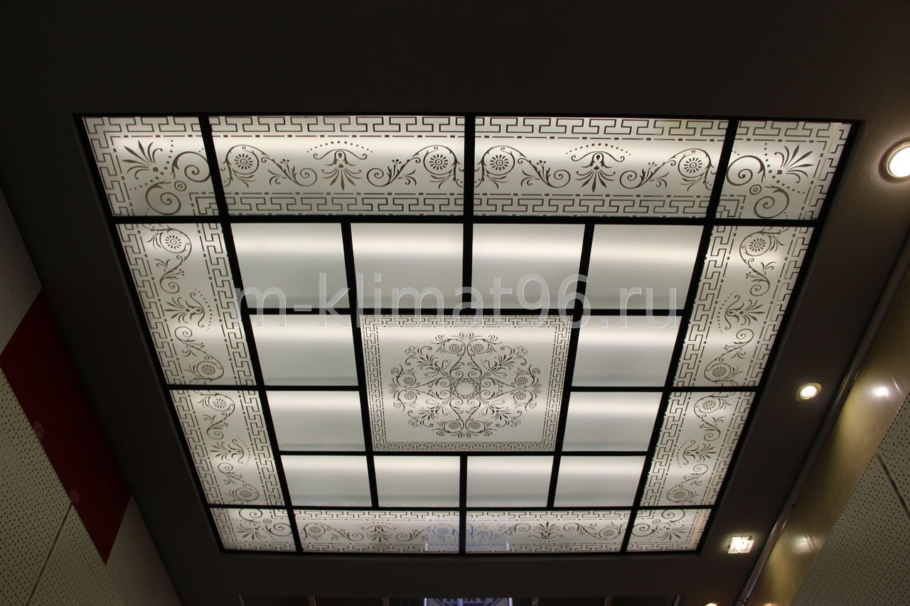 с потолки из рисунком стекла